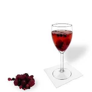 All kind of wine glasses are ideal for Berry Punch.
