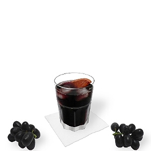 Red Wine Coke served in a tumbler glass, the common way of presenting that delicious wine drink from Spain.